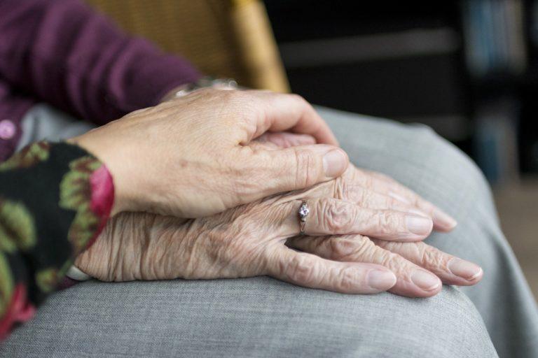 Gérer la détresse psychologique des résidents en EHPAD